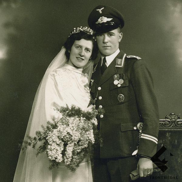Свадебное фото военнослужащего с мечом Люфтваффе