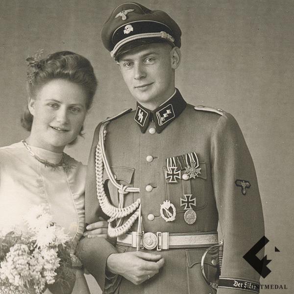 Свадебное фото военнослужащего Войск СС