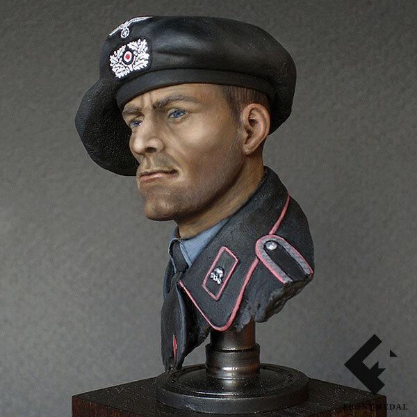 Бюст танкиста Вермахта в специальном защитном берете