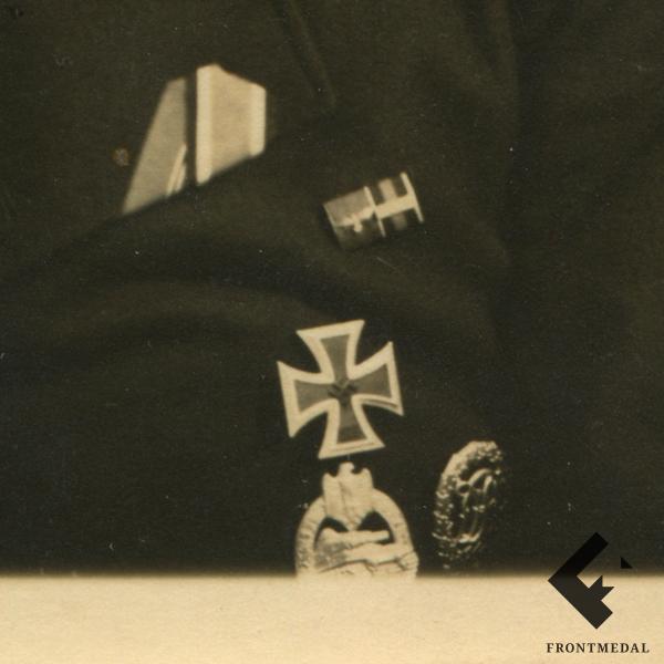 Танкист Вермахта в черной куртке первой модели с кантом
