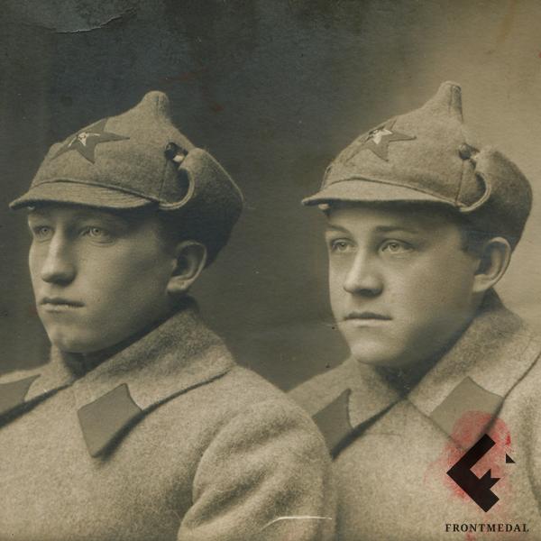 Фотография рядовых погранвойск НКВД в зимней униформе