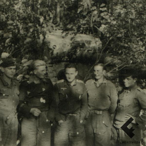 """Два фото с танком Т-5 """"Пантера"""" дивизии """"Великая Германия"""""""