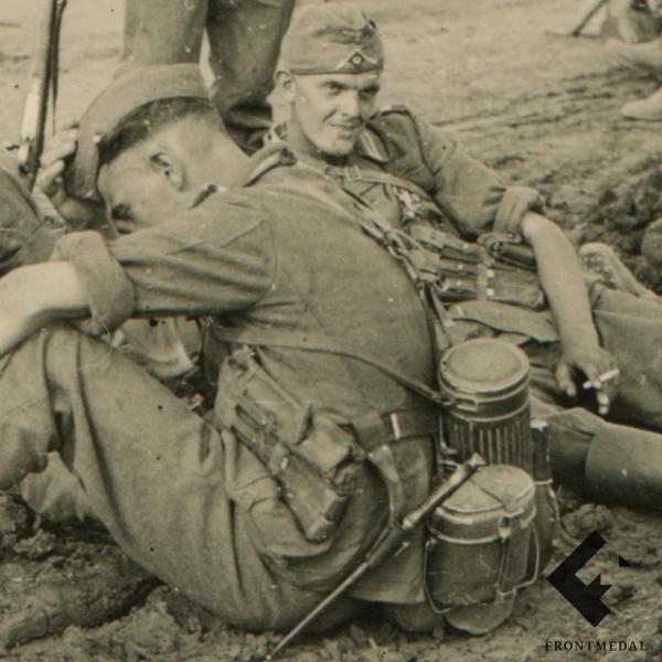 Пехота Вермахта на привале во время марша (Восточный фронт)
