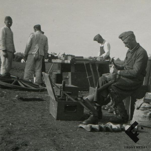 Фотография полевой швейной мастерской Вермахта