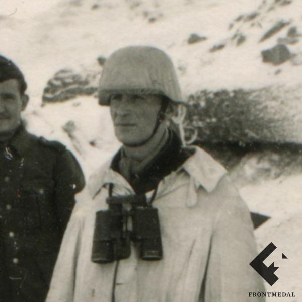 Солдаты Вермахта в зимнем камуфляже с пулеметом Максим