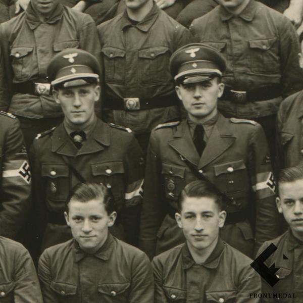 Групповое фото с лидерами организации Гитлерюгенд