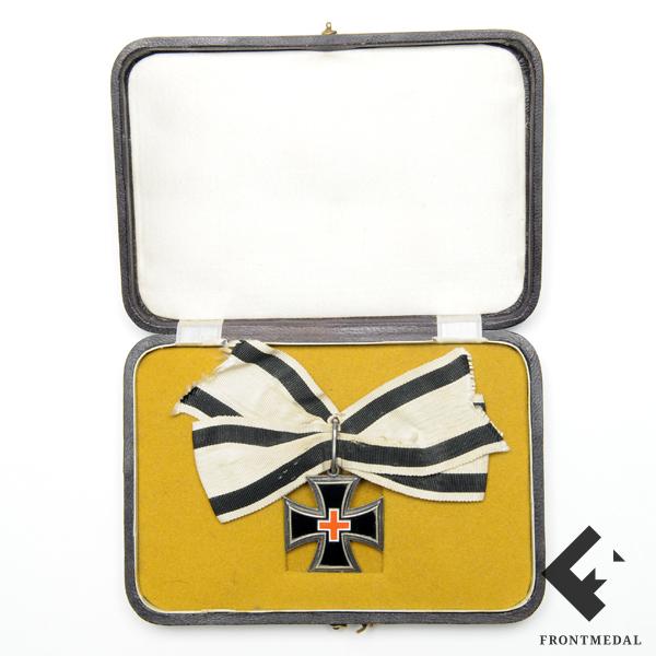 Женский крест заслуг 1870-71 гг. на банте в футляре