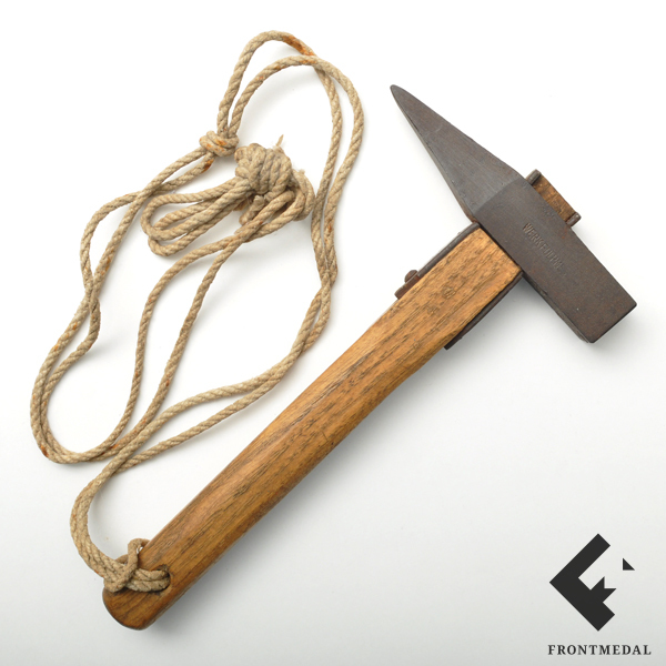 Скальный молоток горных стрелков для вбивания кольев