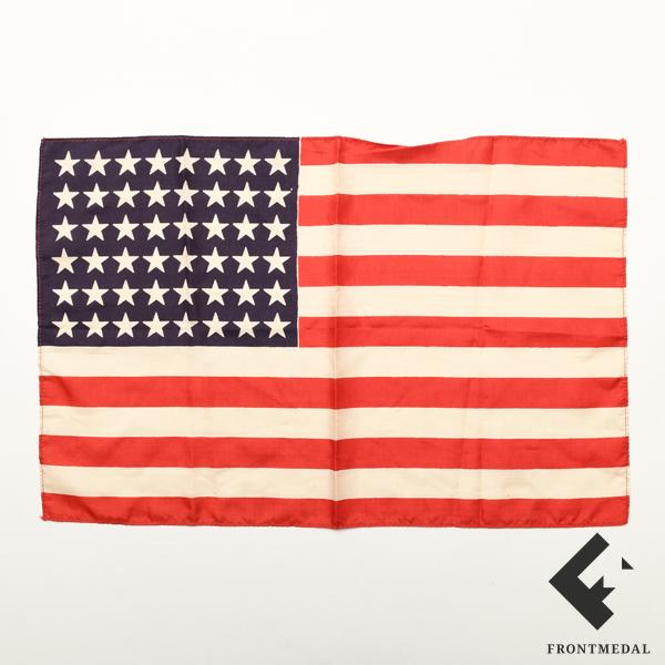 Сигнальный флажок из снаряжения парашютиста армии США