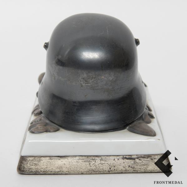"""Настольное украшение """"Стальной шлем"""" фабрики Rosenthal"""