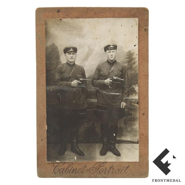 Фото-карточка сотрудников ОГПУ со служебным оружием