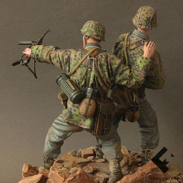 Солдаты Войск СС во время атаки (СССР, 1943)